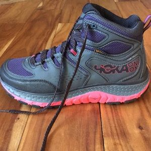 hoka one one tor tech mid mens